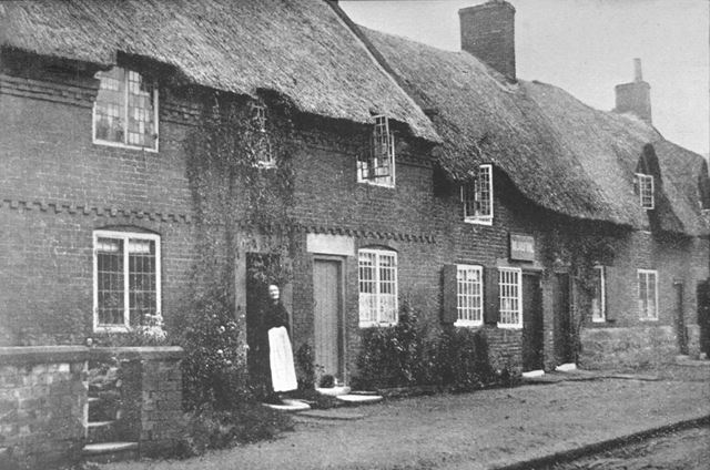Thatched Cottages, Tamworth Street, Duffield, c 1900