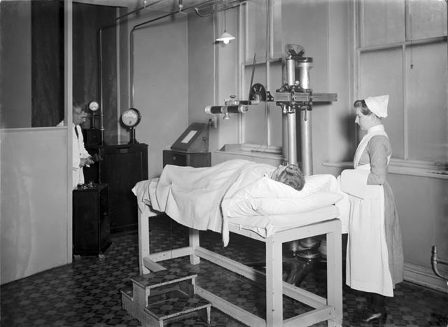 Wantz Junior X-Ray machine (with rotorarm rectifier) Installed in 1929 - The Devonshire Royal Hospit