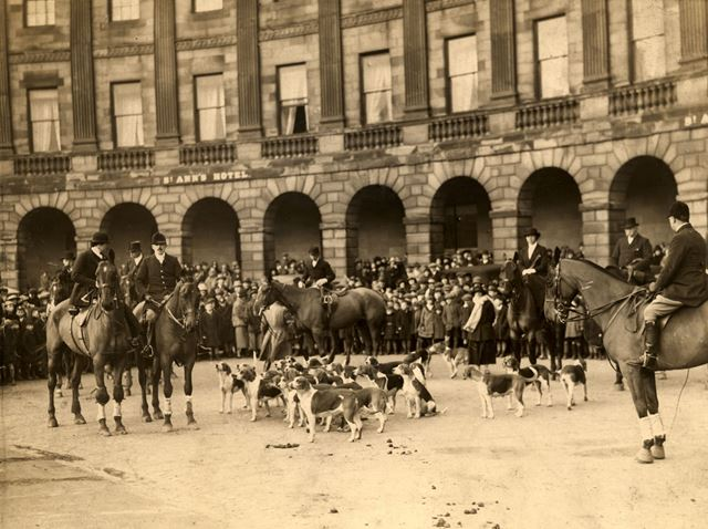 Foxhunting outside the Crescent