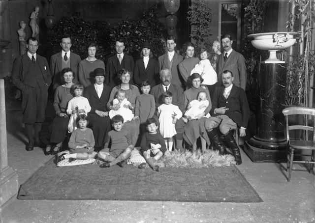 9th Duke of Devonshire and family at Chatsworth, 1924