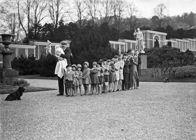 9th Duke of Devonshire 17 of his grandchildren in the gardens at Chatsworth, 1930