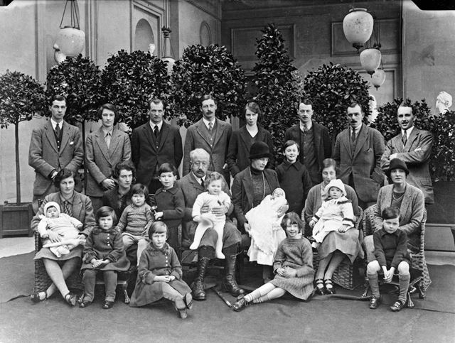 9th Duke of Devonshire with children and grandchildren at Chatsworth, Christmas 1925