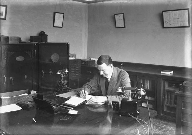 Accountant's office interior, Ferodo Brake Linings Ltd., Chapel-en-le-Frith, c 1929