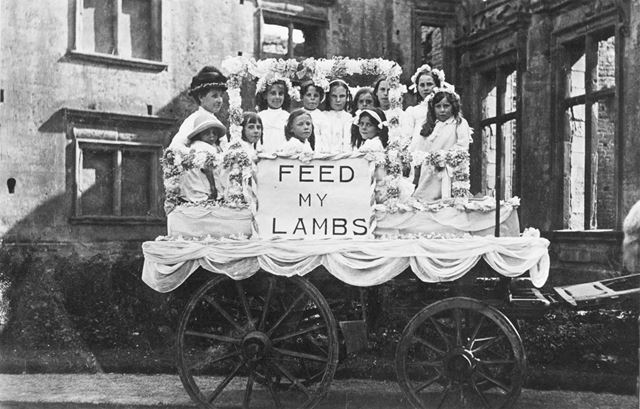 Congregational Chapel Sunday School Girls Float, Bolsover Castle, c1900s