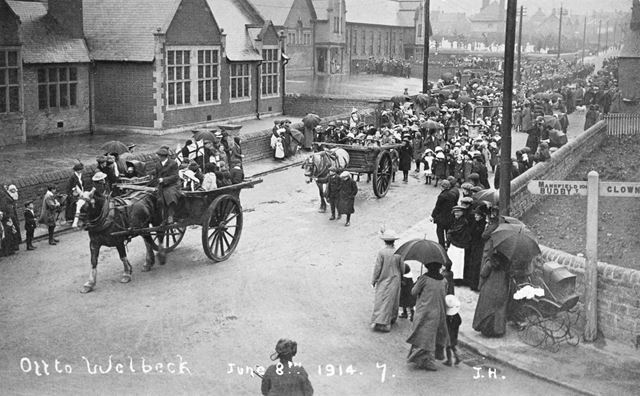 Soldiers 'Off to Welbeck', Elmton Road, Creswell, 1914