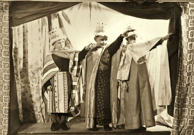 Children perform a Nativity Play, Shirebrook - The Three kings pointing at the star of Bethlehem