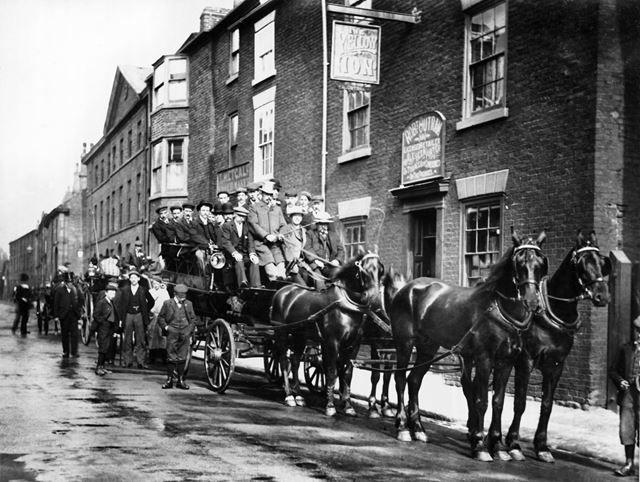 Coach and horses outside the Yellow Lion Public House