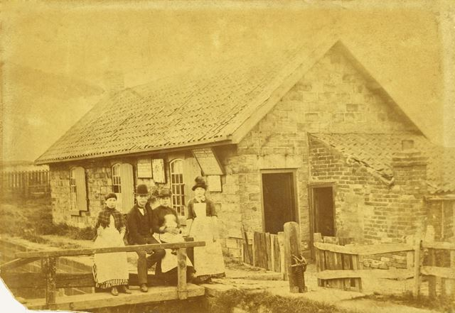 Chesterfield Canal - Lock keepers house/office and inhabitants