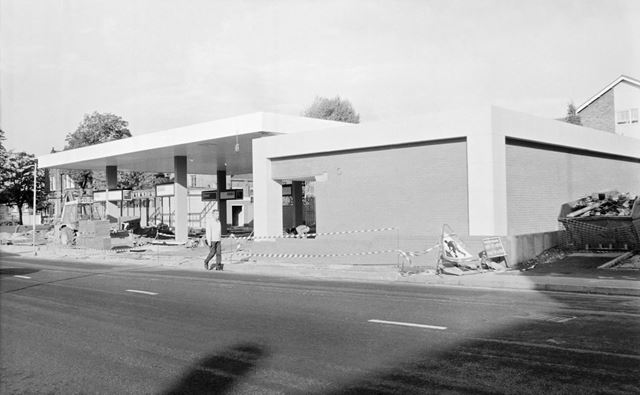 Construction of new ESSO Petrol Station, Chatsworth Road, Brampton, Chesterfield, 1991