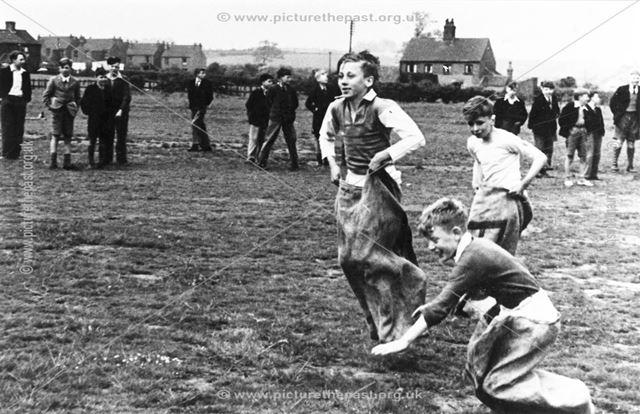 Netherthorpe Grammar School - Boys sack race