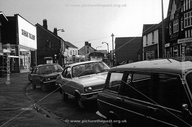 Traffic congestion, High Street, Staveley, 1976