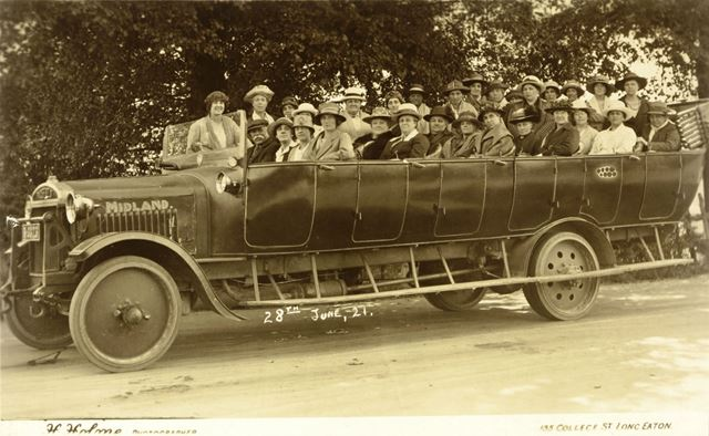 'The Midland Belle' of Reynolds Carriers, Derby Road. The charabanc was run with Walter Edmund Reyno
