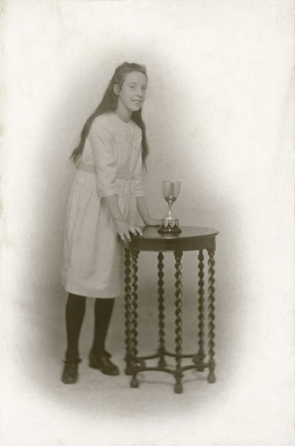 Prize Pupil Edna Smith, National School, Claye Street, Long Eaton, 1924