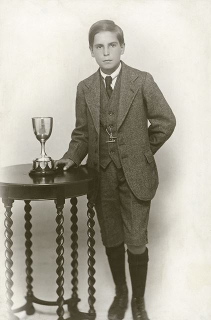 Prize Pupil Leslie Humphreys, National School, Claye Street, Long Eaton, c 1924