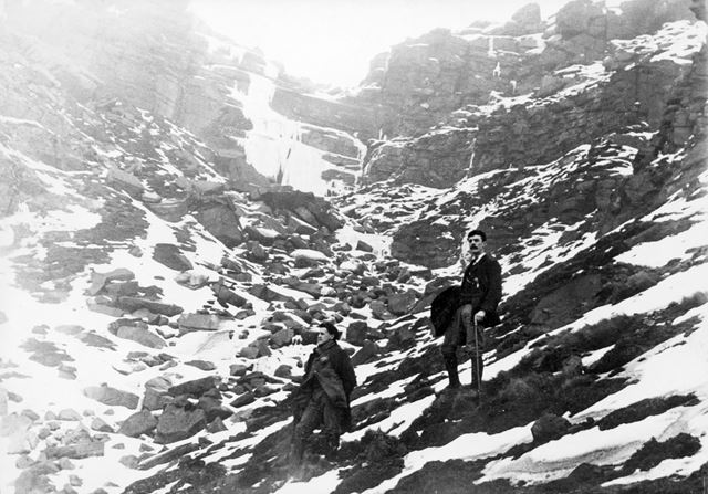 Kinder Scout - Kinder Downfall in winter