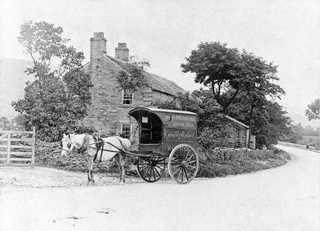 Horse and cart of H Brennand, Baker and Confectioner, outside Bank End Farm.