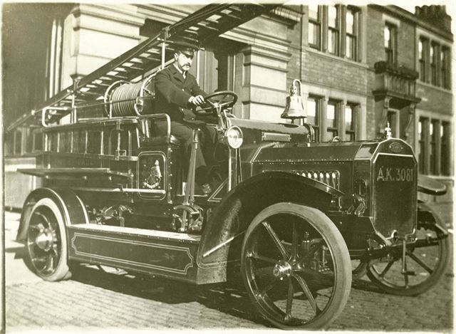 Dennis fire engine, Bradford, c1913-14?
