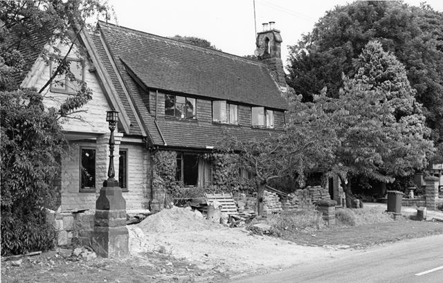 Dwelling to the left of the Fox and Hounds