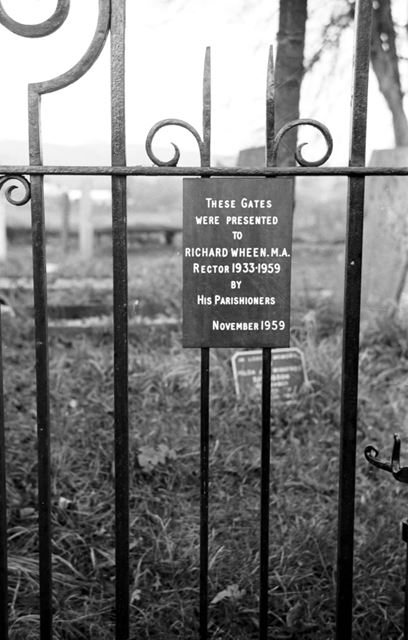Bronze plaque Gates dedicated 1959 to Richard Wheen, former Rector
