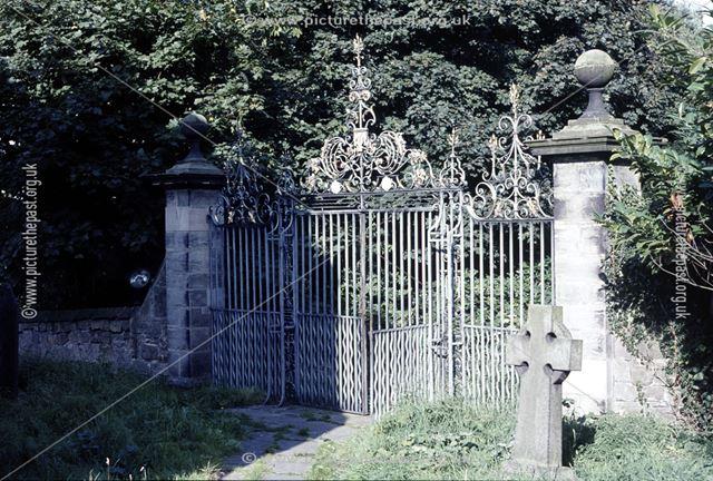 Foremark Hall, gates to church