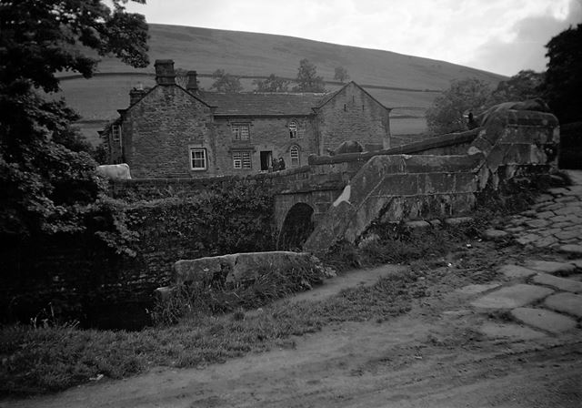 Bridge End Farm shortly before demolition, 1940s