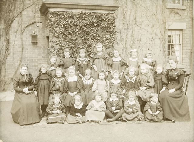 Class of Manor House School, Manor Road, Ilkeston, c 1899