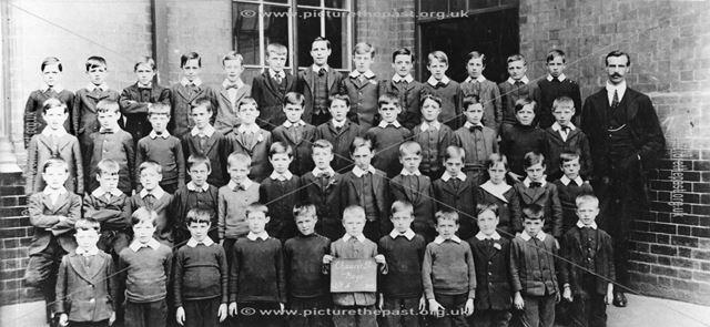 Class Standard 4, Chaucer Street School, Lower Chapel Street, Ilkeston, 1914