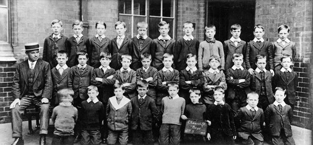 Class of Standard 5, Chaucer Street School, Lower Chapel Street, Ilkeston, 1914