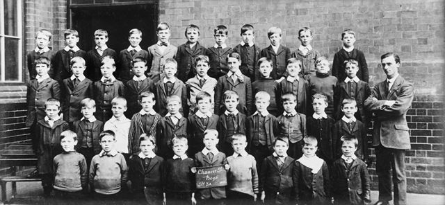 Class of Standard 3A, Chaucer Street School, Lower Chapel Street, Ilkeston, 1914