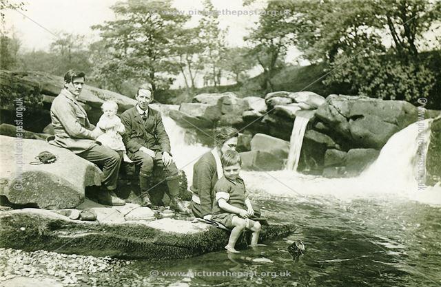 John Brackenbury and Berwick Family, Yorkshire Bridge, Bamford, 1921
