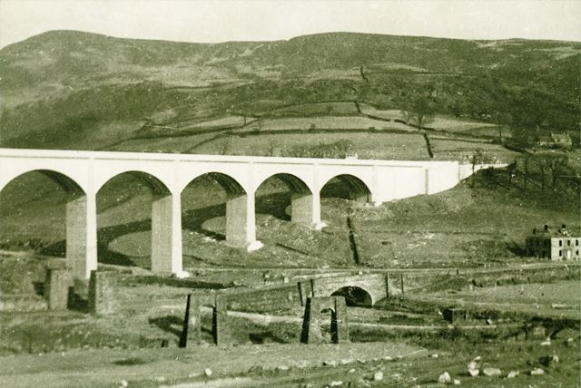 Ashopton viaduct over Ladybower, Ashopton, 1943