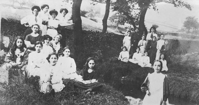 Girl Visitors to the Jews Holiday Home, Ainsworth Cottages, New Smithy, Chinley, c 1900s