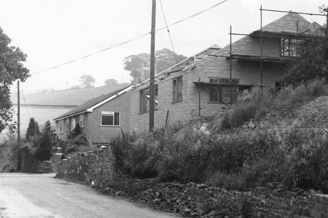 Bungalows, Valley Road, Hayfield, c 1977