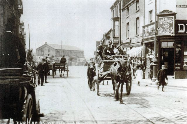 'In the hands of the law', Low Pavement - New Square, Chesterfield, c 1910