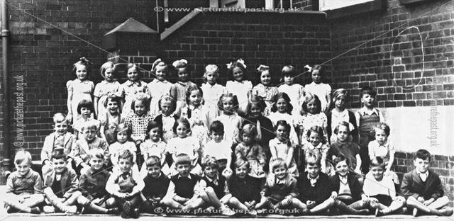 Group photograph of children, Heath County School