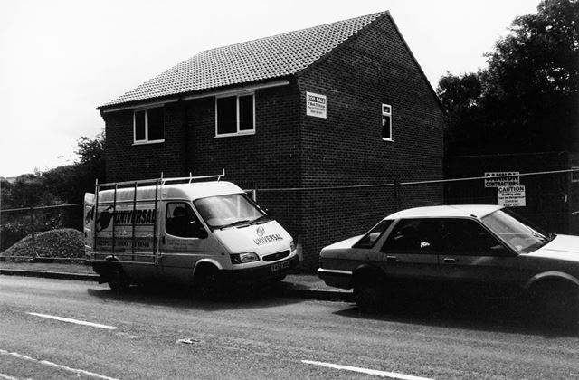 New housing, Main Road, Morton, 1999