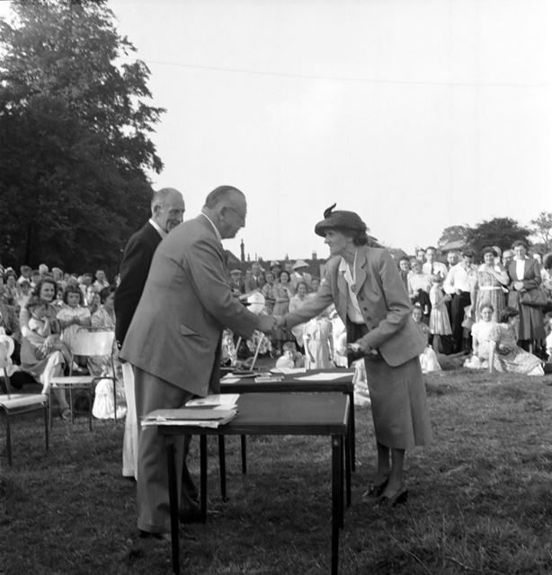 Sir Frederick Scopes presents awards at a Stanton Works Annual Flower Show
