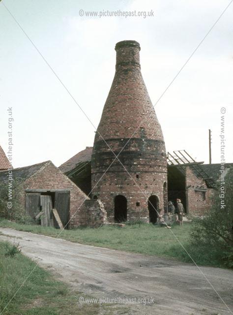 Bottle Kiln, High Lane West, West Hallam, Ilkeston, 1971