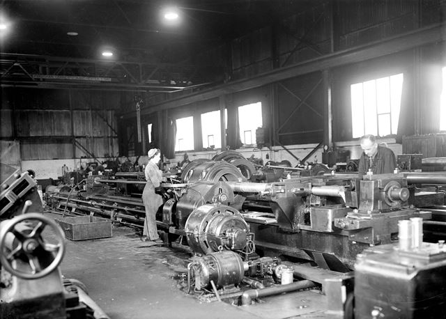 Gun boring, during World War 2 at the Gun Boring Shop, 18 foot Spun Plant, Stanton Ironworks