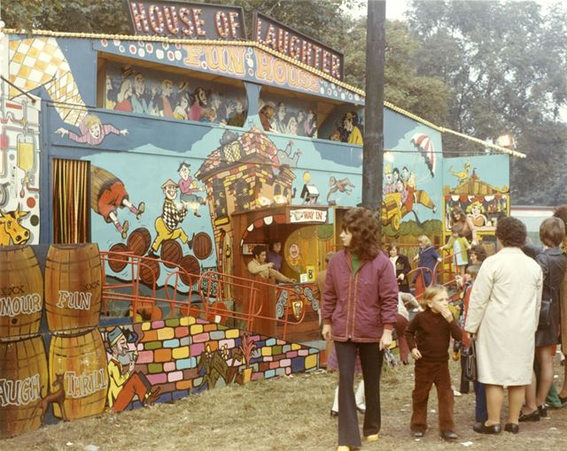 Goose Fair - 'House of Laughter' childrens playhouse sideshow