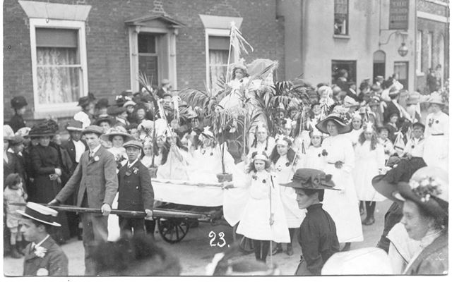 Procession in Lombard Street, Newark on Trent, c 1900s-1910s