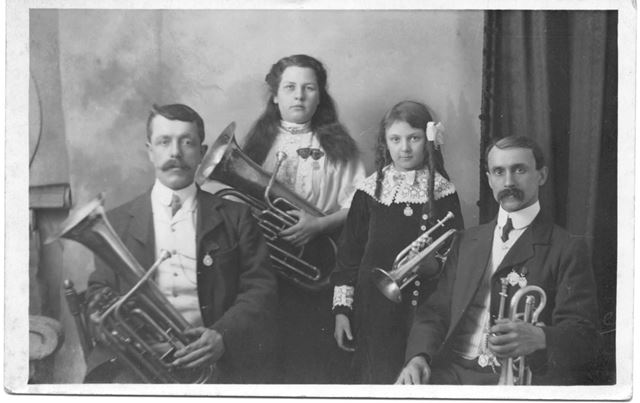 Family group playing brass instruments, Bulwell, Nottingham, c 1910s