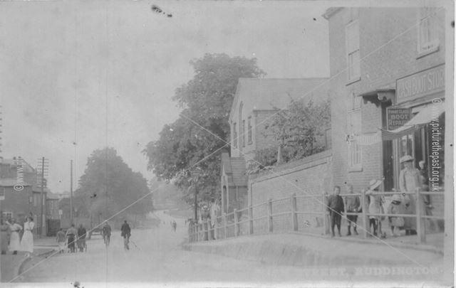 Wilford Road, Ruddington, c 1900s