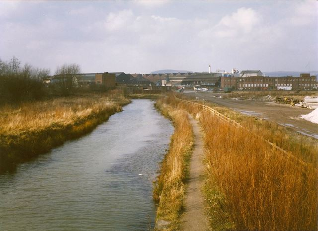 Chesterfield Canal and Staveley Works, Hollingwood, 1994