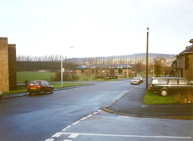 Junction of Racecourse Road and Edmund Street, Dunston, 1995