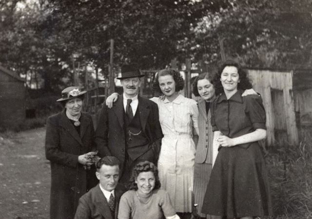 Woodhouse Family, Sherwood Lodge, Oxcroft Lane, Bolsover, c 1945