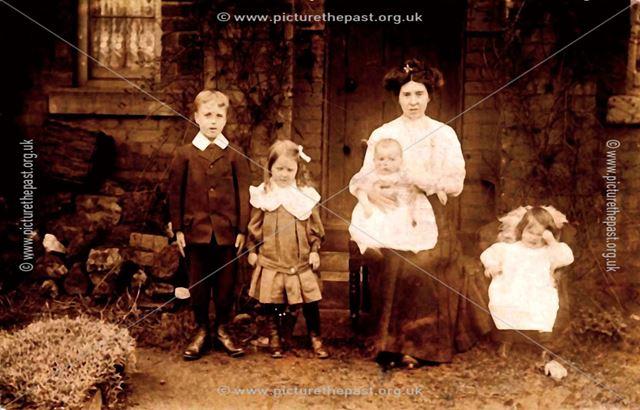 Morgan family, Markham Cottages, Duckmanton, c 1910