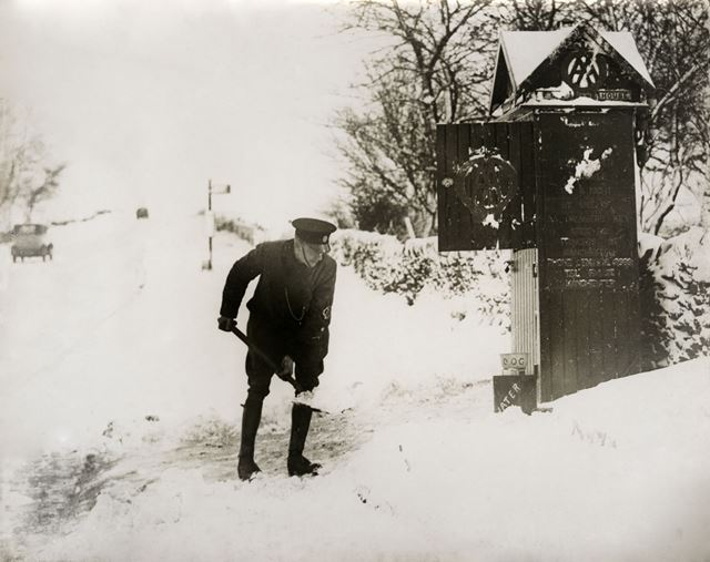 AA patrolman digging snow, Fox House Inn, Longshaw, 1935