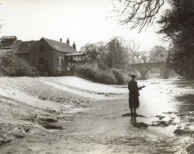 Weir on the River Derwent, Baslow, c 1930s ?