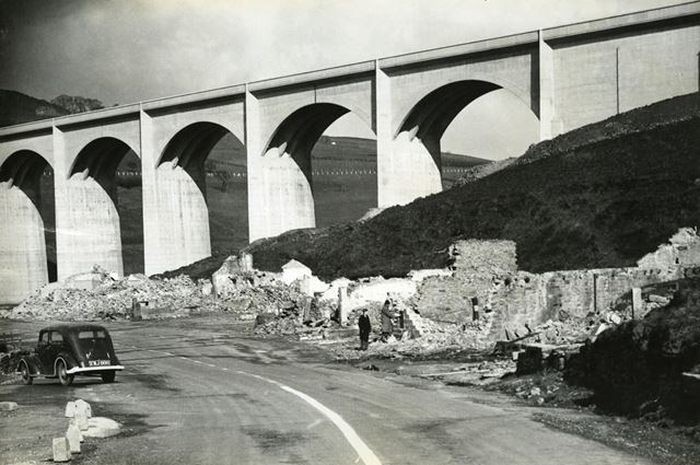 Construction of Ashopton Viaduct for Ladybower Reservoir, c 1940s